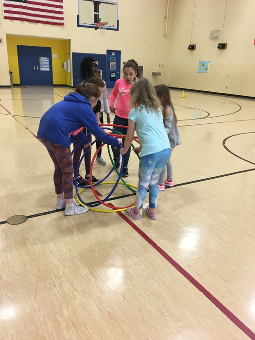 4th graders working together to build their Hula Hut