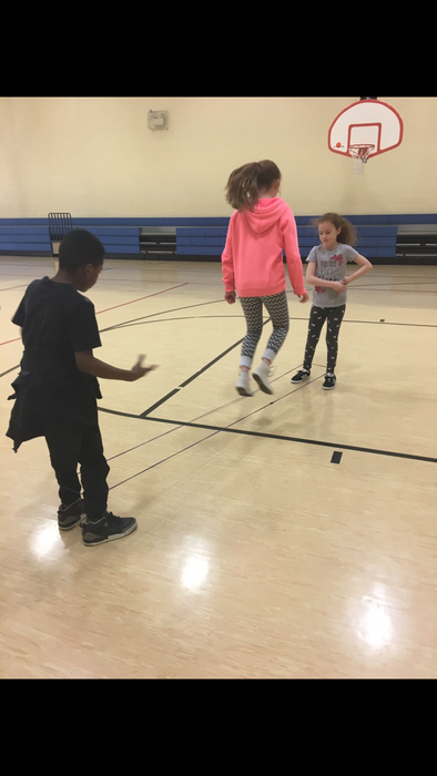 4th graders performing jumping patterns