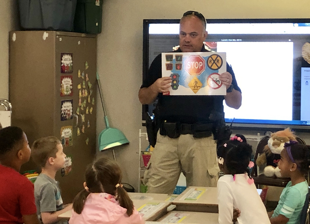 Officer Hinson visits First Grade